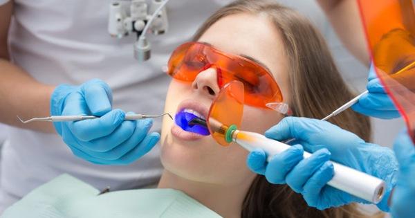 Tẩy trắng răng đón Tết: Lựa chọn phương pháp nào mới phù hợp với bạn?