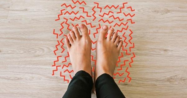 3 triệu chứng bất thường ở đôi chân giúp bạn cảnh giác sớm nguy cơ mắc ung thư cổ tử cung