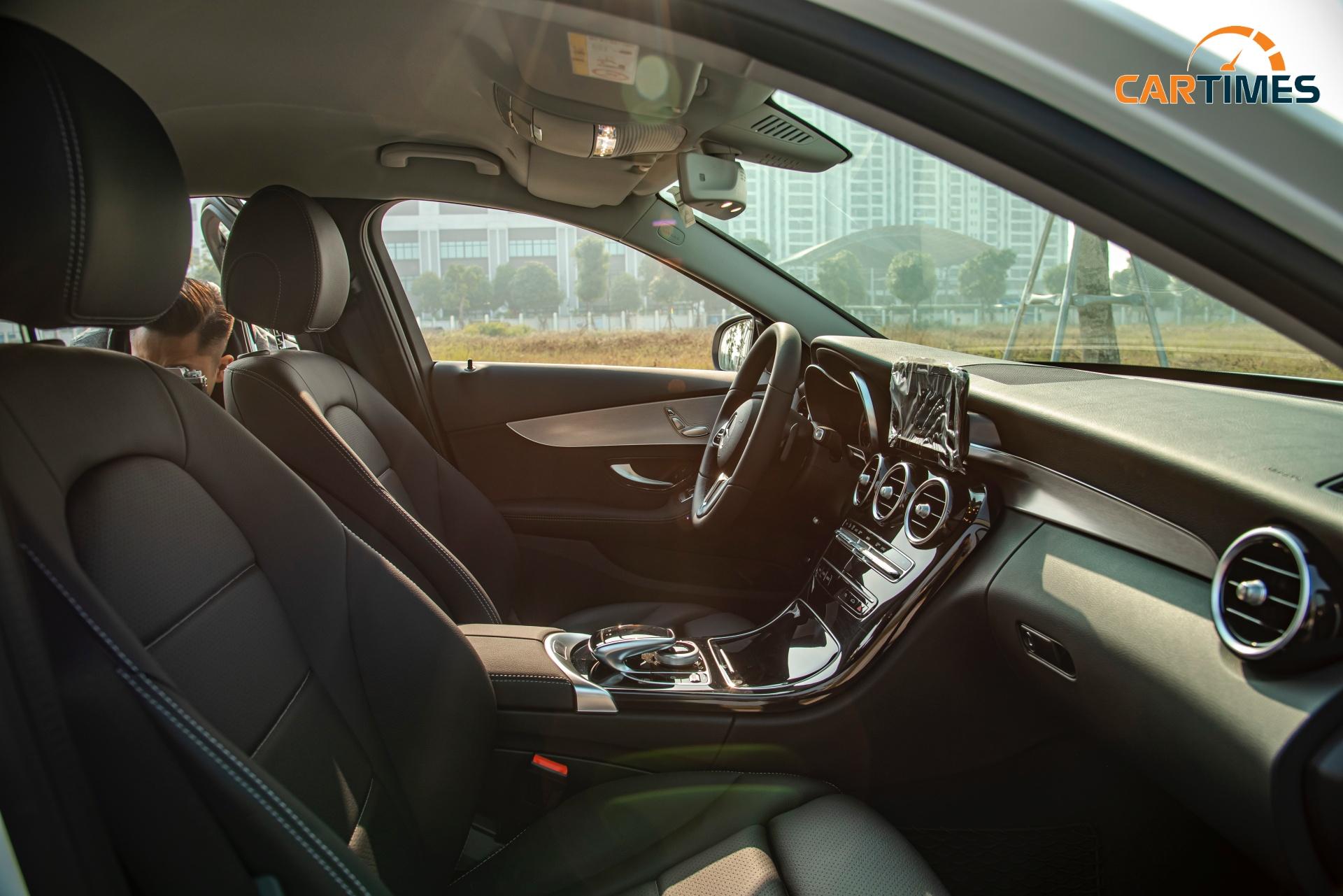 Còn mới tinh tươm, ODO chưa qua 50 km, Mercedes-Benz C 180 2020 đã được rao bán trên thị trường xe cũ -9
