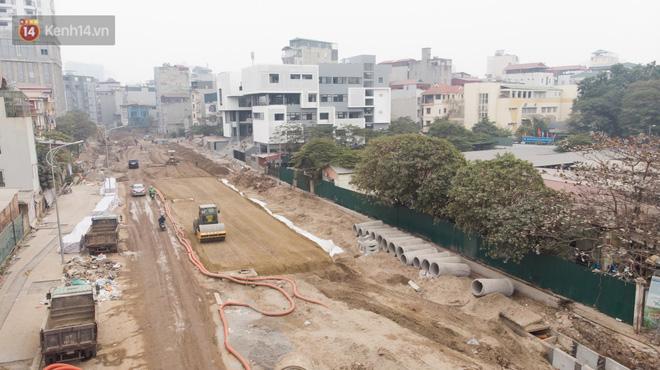 Công trình ngổn ngang tại con đường dài 1,3km treo gần 20 năm giữa Thủ đô khiến người dân khó chịu khi đi qua-4