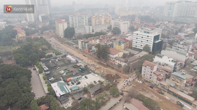 Công trình ngổn ngang tại con đường dài 1,3km treo gần 20 năm giữa Thủ đô khiến người dân khó chịu khi đi qua-2
