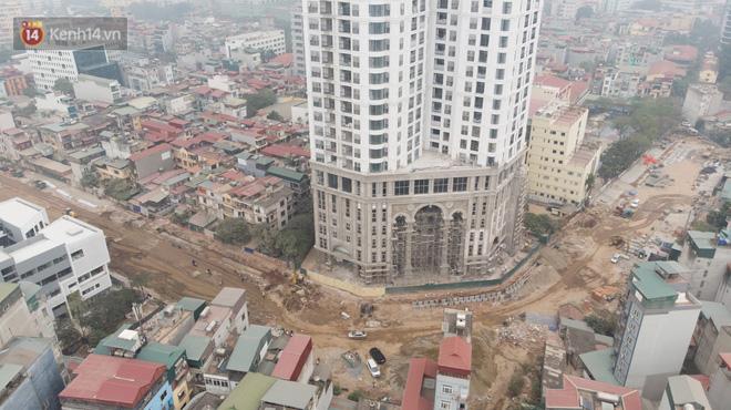 Công trình ngổn ngang tại con đường dài 1,3km treo gần 20 năm giữa Thủ đô khiến người dân khó chịu khi đi qua-3