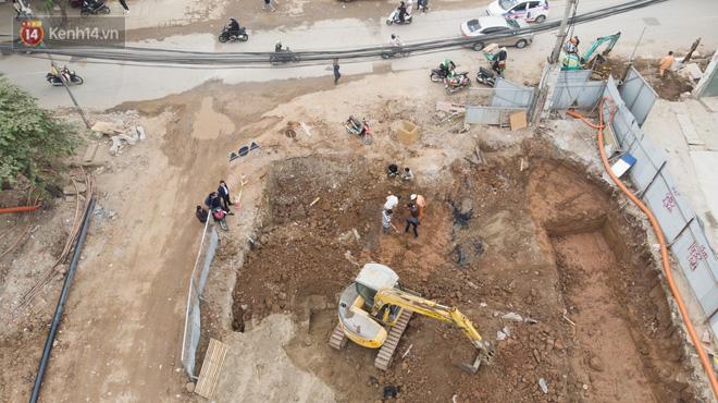 Công trình ngổn ngang tại con đường dài 1,3km treo gần 20 năm giữa Thủ đô khiến người dân khó chịu khi đi qua-7