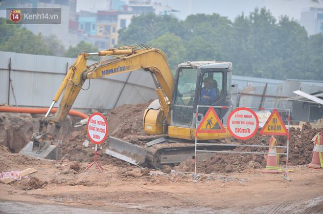 Công trình ngổn ngang tại con đường dài 1,3km treo gần 20 năm giữa Thủ đô khiến người dân khó chịu khi đi qua-9