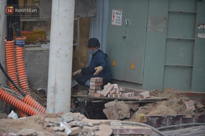 Công trình ngổn ngang tại con đường dài 1,3km treo gần 20 năm giữa Thủ đô khiến người dân khó chịu khi đi qua-8