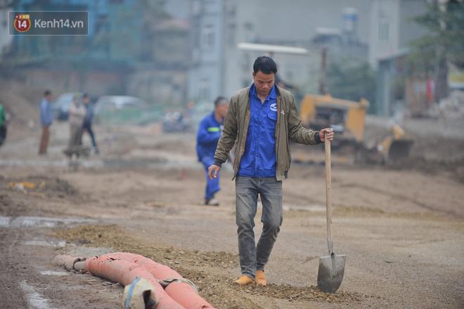 Công trình ngổn ngang tại con đường dài 1,3km treo gần 20 năm giữa Thủ đô khiến người dân khó chịu khi đi qua-15