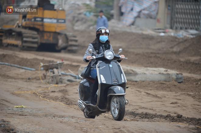 Công trình ngổn ngang tại con đường dài 1,3km treo gần 20 năm giữa Thủ đô khiến người dân khó chịu khi đi qua-14