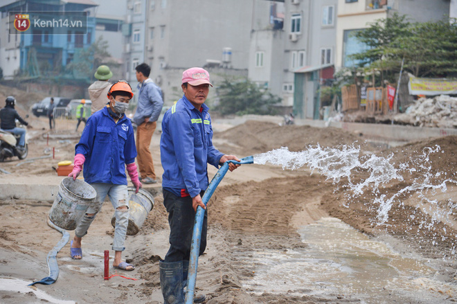 Công trình ngổn ngang tại con đường dài 1,3km treo gần 20 năm giữa Thủ đô khiến người dân khó chịu khi đi qua-16