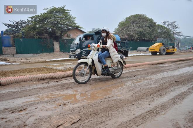 Công trình ngổn ngang tại con đường dài 1,3km treo gần 20 năm giữa Thủ đô khiến người dân khó chịu khi đi qua-13