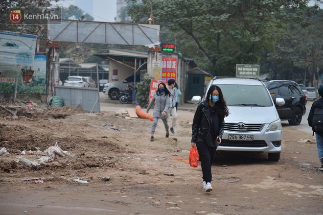 Công trình ngổn ngang tại con đường dài 1,3km treo gần 20 năm giữa Thủ đô khiến người dân khó chịu khi đi qua-10