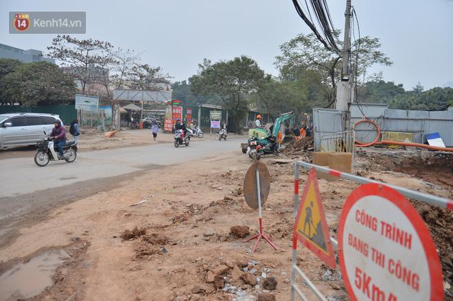 Công trình ngổn ngang tại con đường dài 1,3km treo gần 20 năm giữa Thủ đô khiến người dân khó chịu khi đi qua-22