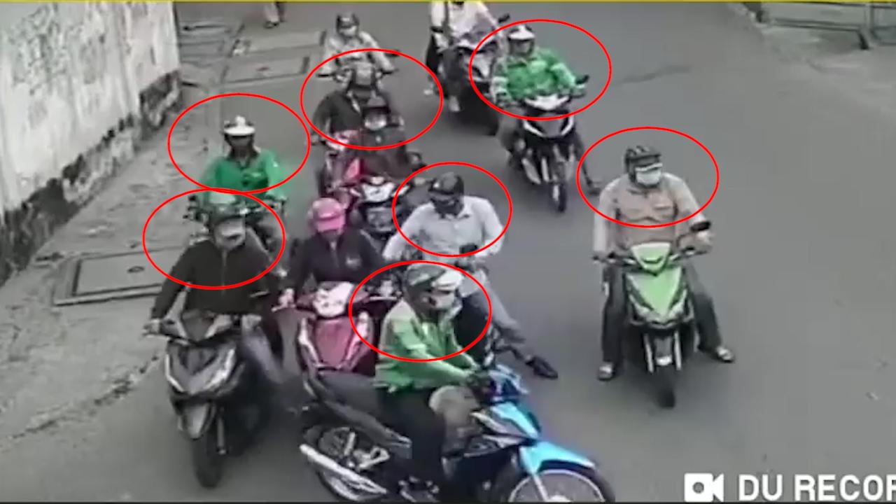 Băng nhóm dàn cảnh đụng xe, cướp tài sản người phụ nữ giữa ban ngày