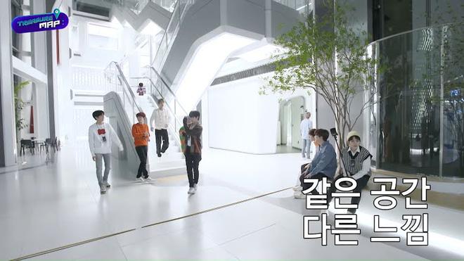 Em trai BLACKPINK hé lộ trụ sở mới siêu sang của YG: Căng tin, phòng tập khổng lồ chưa sốc bằng hành lang đủ lớn để quay MV!-14