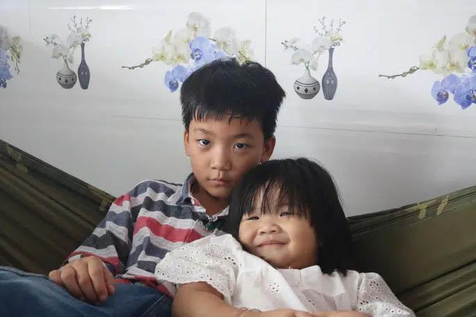 3 đứa trẻ mất cả cha lẫn mẹ dưới bánh xe container hiện sống ra sao?-2