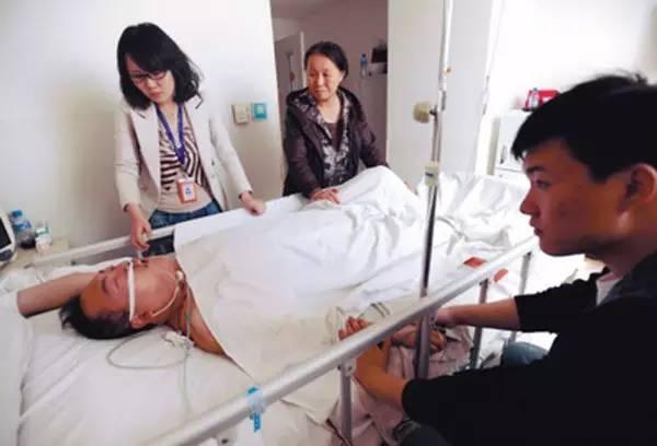 Người đàn ông 46 tuổi bị nhồi máu não, tử vong ngay trong đêm, nguyên nhân xuất phát từ 3 thói quen trước khi đi ngủ mà nhiều người mắc phải-1
