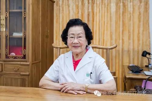 Vị bác sĩ da liễu 99 tuổi da dẻ vẫn căng bóng, hồng hào, bà tiết lộ 3 món mình không bao giờ ăn, 4 việc nhỏ thường làm mỗi ngày-4