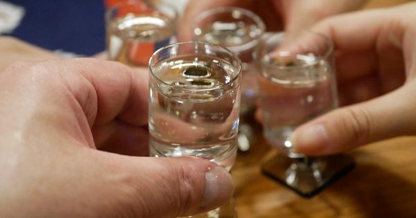 Uống rượu thường xuyên rất dễ rơi vào 4
