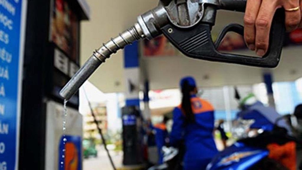 Giá xăng tăng mạnh lần thứ 5 liên tiếp, lên mức cao nhất trong gần một năm