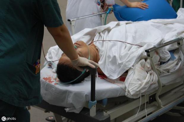 Người đàn ông 39 tuổi bị đau thắt lưng nhập viện, được chẩn đoán suy thận, bác sĩ nhắc nhở: Còn trẻ, 3 việc nên làm ít đi để tránh bị suy thận-1