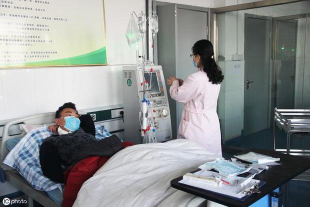 Người đàn ông 39 tuổi bị đau thắt lưng nhập viện, được chẩn đoán suy thận, bác sĩ nhắc nhở: Còn trẻ, 3 việc nên làm ít đi để tránh bị suy thận-3