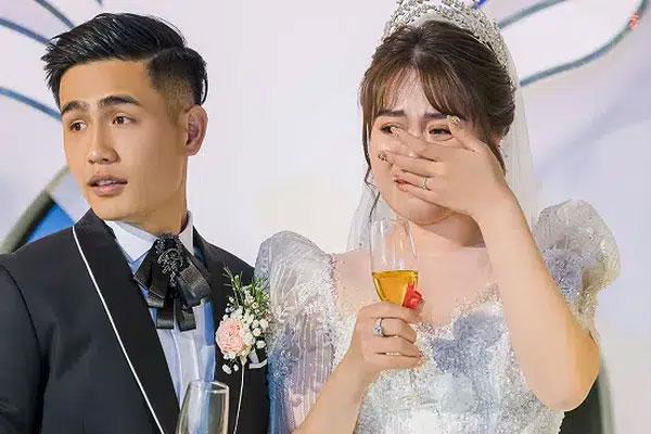 Đám cưới tiền tỷ ở Bắc Ninh: Dàn xe rước dâu gần 300 chiếc ô tô toàn Maybach, Lexus sang xịn song khoảnh khắc cô dâu lộ diện mới