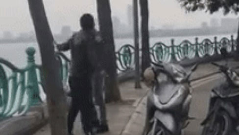 Ngang trái ở Hồ Tây: Chồng đi đánh ghen, bị nhân tình của vợ đấm túi bụi