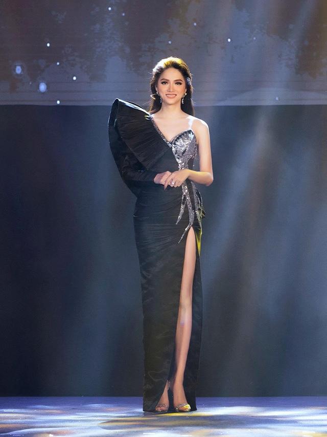 Nhà thiết kế tiết lộ chiếc váy tặng Hương Giang mất hơn 2 tháng để hoàn thành-1