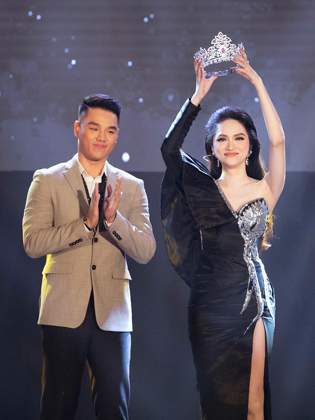 Nhà thiết kế tiết lộ chiếc váy tặng Hương Giang mất hơn 2 tháng để hoàn thành-4