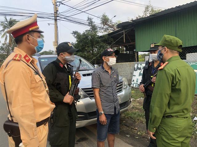 Phát hiện ô tô chở 3 người Trung Quốc nhập cảnh trái phép-1