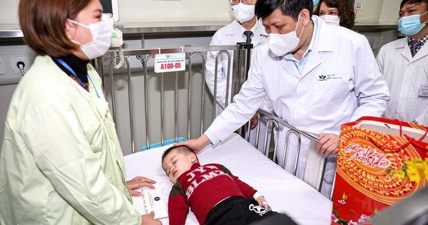 Bộ trưởng Nguyễn Thanh Long kiểm tra công tác trực cấp cứu tại các bệnh viện trong dịp Tết Nguyên đán