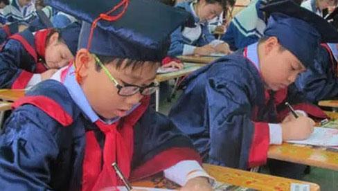 Mùng 1 Tết nhắc khéo con chuyện học bằng việc khai bút đầu xuân: Vậy nên viết gì để cả năm học hành giỏi giang, tiến tới?