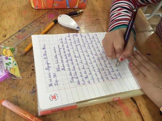 Mùng 1 Tết nhắc khéo con chuyện học bằng việc khai bút đầu xuân: Vậy nên viết gì để cả năm học hành giỏi giang, tiến tới?-3