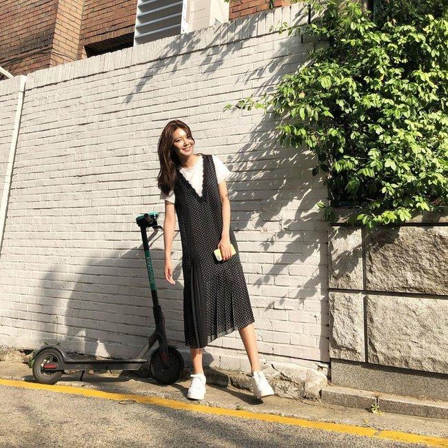 Học 12 cách diện đồ đen - trắng của sao Hàn để ngay cả lúc lười nhất, chị em vẫn mặc đẹp và sang hết cỡ-12