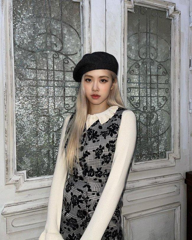 Học 12 cách diện đồ đen - trắng của sao Hàn để ngay cả lúc lười nhất, chị em vẫn mặc đẹp và sang hết cỡ-2