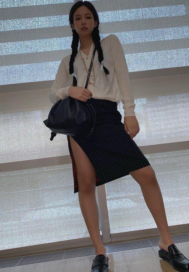 Học 12 cách diện đồ đen - trắng của sao Hàn để ngay cả lúc lười nhất, chị em vẫn mặc đẹp và sang hết cỡ-8