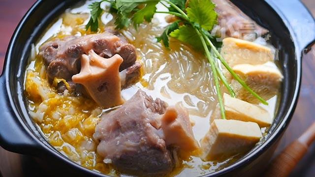 Tự làm món đuôi bò hầm dưa cải đổi vị