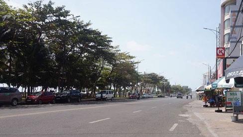 5 thủy thủ dương tính SARS-CoV-2: Đường phố Vũng Tàu vắng vẻ, khách tắm biển đeo khẩu trang