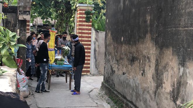 Quặn lòng đám tang của nữ sinh lớp 10 bị bạn trai bóp cổ đến chết, người thân ngã quỵ trên đường đưa tiễn-2