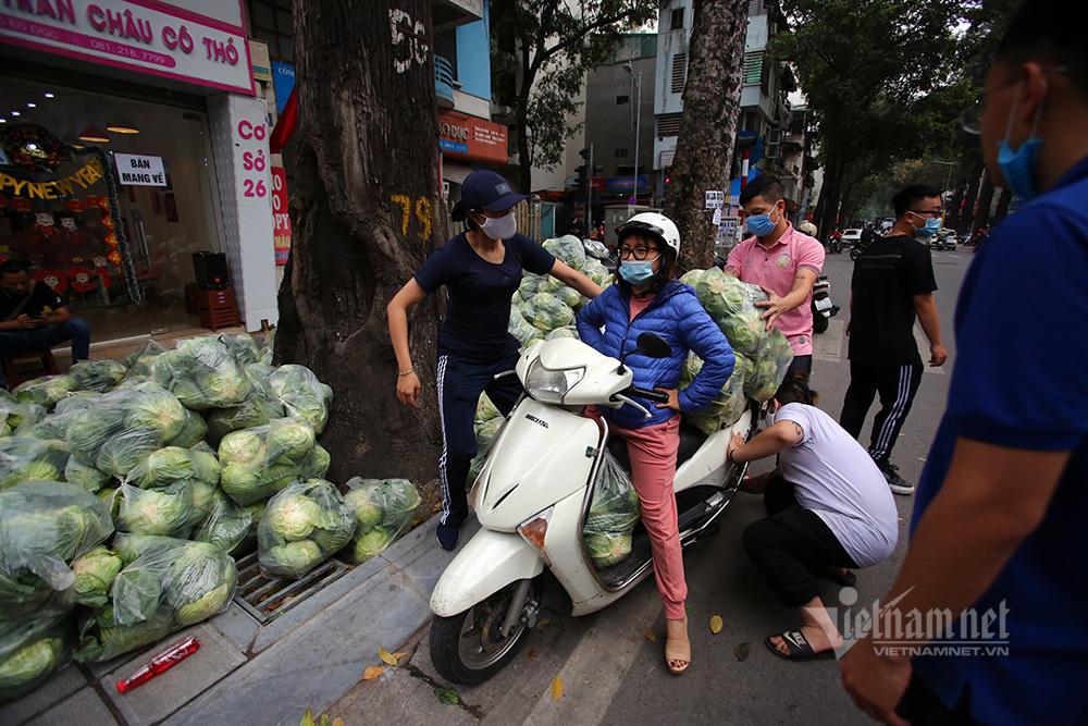 Bán 10 tấn rau/ngày, người đàn ông tiết lộ 'món lãi' chưa từng có-4