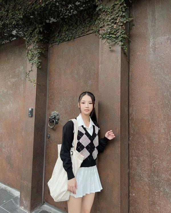 Học sao Việt diện đồ đen trắng vừa đơn giản lại trendy-10