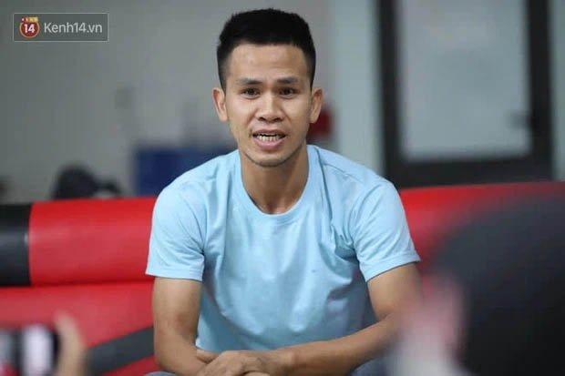Một clip góc khác cho thấy Nguyễn Ngọc Mạnh đã vất vả và nỗ lực đến thế nào khi cố gắng cứu em bé-3