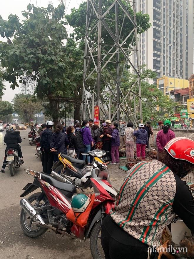 Người dân Hà Nội xếp hàng mua gà giải cứu 60k/kg, thị trường online thêm tấp nập với cam Hà Giang 7k/kg-3