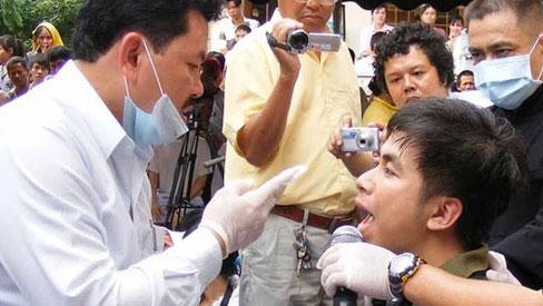 Nổi da gà xem ông Võ Hoàng Yên chữa câm điếc bẩm sinh 15 năm bằng tay không trong loạt clip triệu view: Có phải là