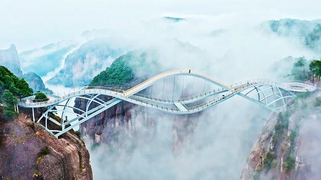 """Chiêm ngưỡng cây cầu """"xoắn quẩy"""" độc đáo nhất nhì thế giới"""