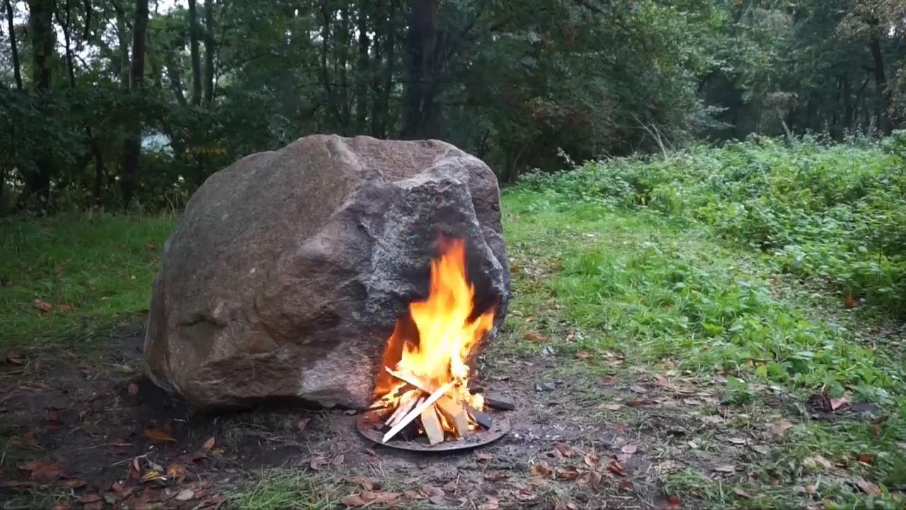 Tảng đá nghệ thuật chỉ cần đốt lửa là phát sóng wifi