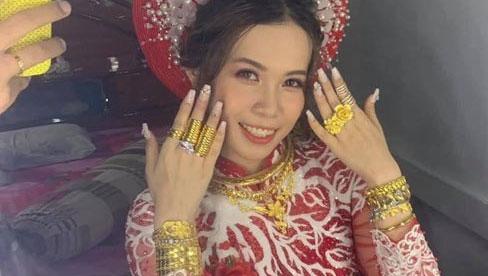Cô dâu miền Tây vàng đeo trĩu người: