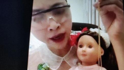Vụ clip Thơ Nguyễn 'xin vía búp bê': Bác sĩ kể thêm ca bệnh con rối loạn do nhìn thấy mẹ 'lên đồng'