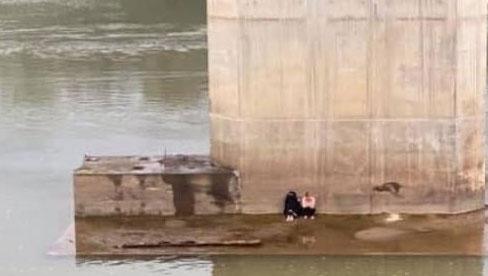 Xôn xao thông tin đôi nam nữ bỏ lại giày dép nhảy cầu tự tử ở Lào Cai rồi... tự bơi vào bờ