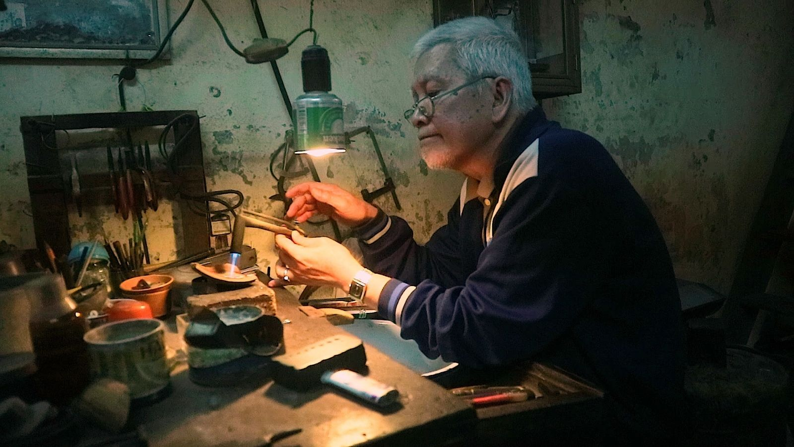 Gặp ông lão hiếm hoi còn duy trì nghề kim hoàn truyền thống ở phố cổ Hà Nội