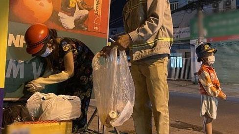 Tranh cãi bố mẹ thất nghiệp đi nhặt ve chai nuôi 5 con bám trụ Sài Gòn